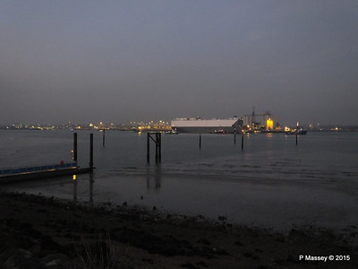 HOEGH OSAKA tow to Berth 101 passing Hythe PDM 22-01-2015 17-13-06