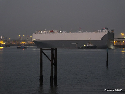 HOEGH OSAKA tow to Berth 101 passing Hythe PDM 22-01-2015 17-13-042