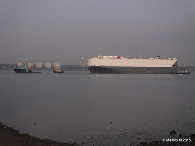 HOEGH OSAKA tow to Berth 101 passing Hythe PDM 22-01-2015 17-07-58