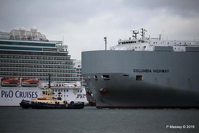 COLUMBIA HIGHWAY Passing BRITANNIA Southampton PDM 20-08-2016 19-00-15