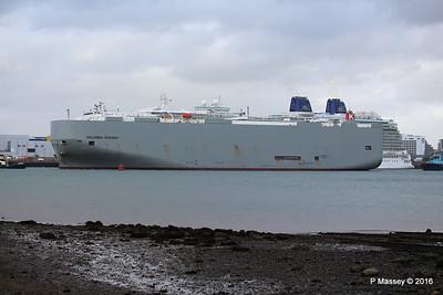 COLUMBIA HIGHWAY Passing BRITANNIA Southampton PDM 20-08-2016 19-01-32