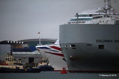 COLUMBIA HIGHWAY Passing BRITANNIA Southampton PDM 20-08-2016 19-01-17