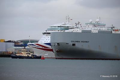 COLUMBIA HIGHWAY Passing BRITANNIA Southampton PDM 20-08-2016 19-01-13