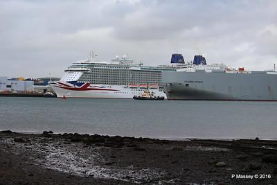 COLUMBIA HIGHWAY Passing BRITANNIA Southampton PDM 20-08-2016 19-00-43