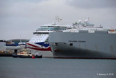 COLUMBIA HIGHWAY Passing BRITANNIA Southampton PDM 20-08-2016 19-01-10
