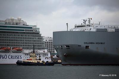 COLUMBIA HIGHWAY Passing BRITANNIA Southampton PDM 20-08-2016 19-00-14
