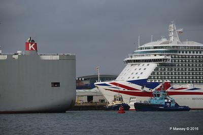 COLUMBIA HIGHWAY Passing BRITANNIA Southampton PDM 20-08-2016 19-03-01