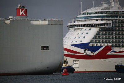 COLUMBIA HIGHWAY Passing BRITANNIA Southampton PDM 20-08-2016 19-02-49