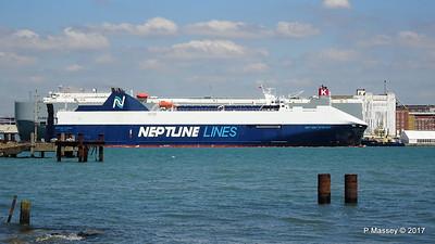 NEPTUNE DYNAMIS Passing EURASIAN HIGHWAY Southampton PDM 25-05-2017 12-16-46