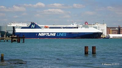 NEPTUNE DYNAMIS Passing EURASIAN HIGHWAY Southampton PDM 25-05-2017 12-16-49