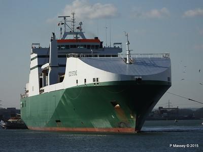 EDDYSTONE moving berths Southampton PDM 06-02-2015 14-53-011