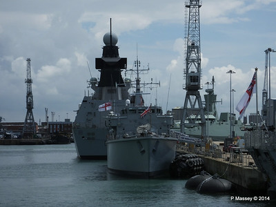 D33 HMS DAUNTLESS M34 HMS MIDDLETON Portsmouth 30-06-2014 12-16-26