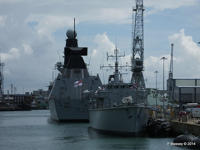 D33 HMS DAUNTLESS M34 HMS MIDDLETON Portsmouth 30-06-2014 12-16-29