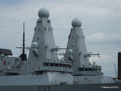 D35 HMS DRAGON D37 HMS DUNCAN Destroyers Portsmouth PDM 31-05-2014 14-47-52