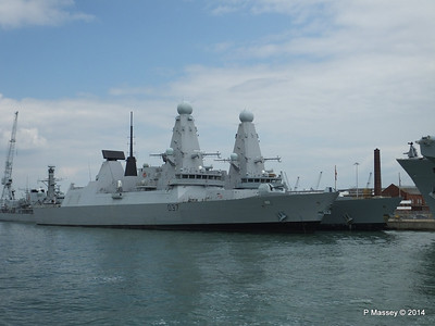 D35 HMS DRAGON D37 HMS DUNCAN Destroyers Portsmouth PDM 31-05-2014 14-47-28