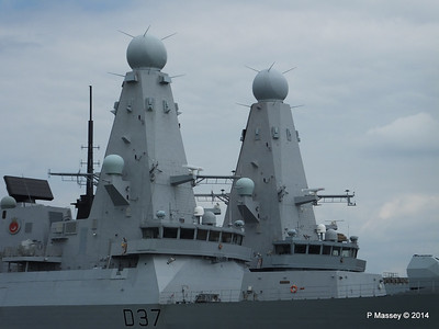 D35 HMS DRAGON D37 HMS DUNCAN Destroyers Portsmouth PDM 31-05-2014 14-47-48