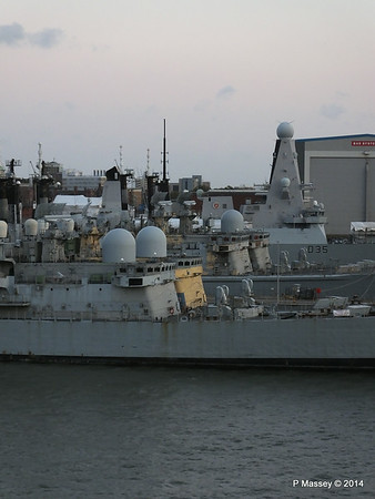 4 Decomissioned type 42 Destroyers Portsmouth PDM 10-08-2014 20-37-035