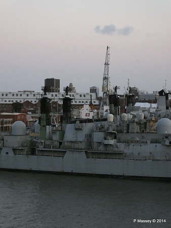 4 Decomissioned type 42 Destroyers Portsmouth PDM 10-08-2014 20-37-040
