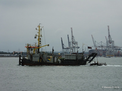 NORMA Dredger Southampton PDM 05-08-2014 19-42-54