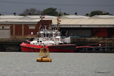 ZP BOXER behind is SMIT TIGER Southampton PDM 27-04-2017 18-40-12
