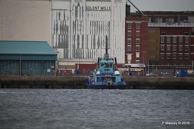 LOMAX waiting HARMONY OF THE SEAS Southampton PDM 20-05-2016 18-08-46