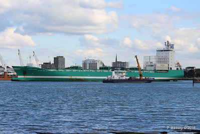 CHRISTOPHER Arriving SEAGREEN Southampton PDM 11-10-2016 14-37-04