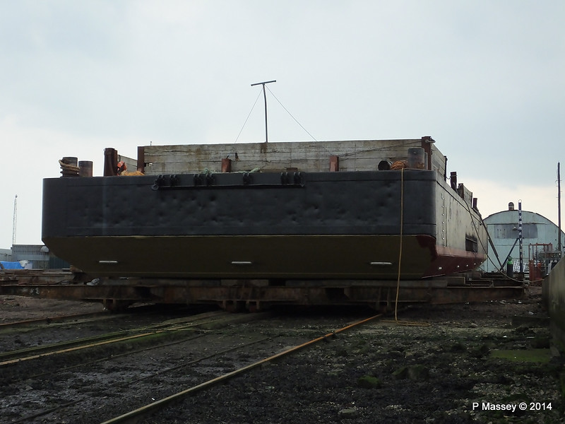 JML 35 Barge Husbands Shipyard Marchwood PDM 05-09-2014 17-51-04