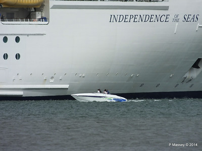 Motor Boat INDEPENDENCE OF THE SEAS Southampton PDM 09-08-2014 16-42-05