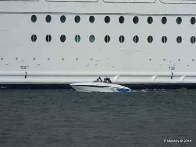 Motor Boat INDEPENDENCE OF THE SEAS Southampton PDM 09-08-2014 16-42-14