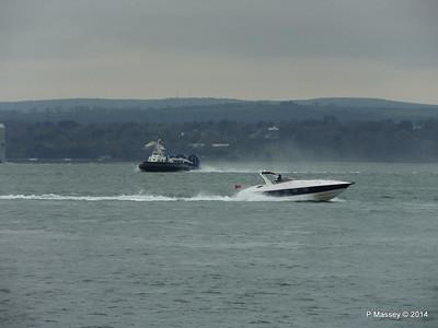 ISLAND EXPRESS Hovercraft HUNTON Solent Portsmouth PDM 02-12-2014 10-28-025