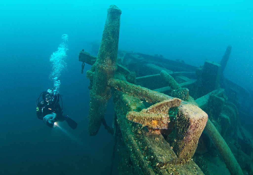 Diver at the portside Anchor on Arabia...