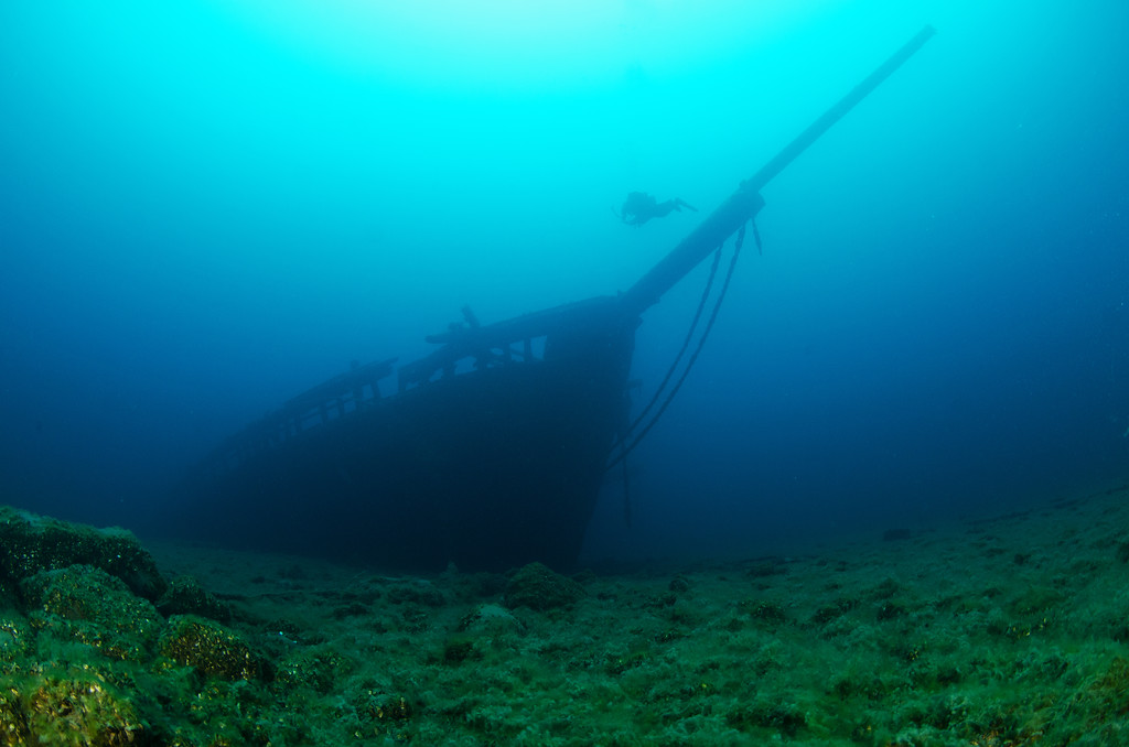 The impressive bow of Arabia lies in 110' of water, near Tobermory, ON