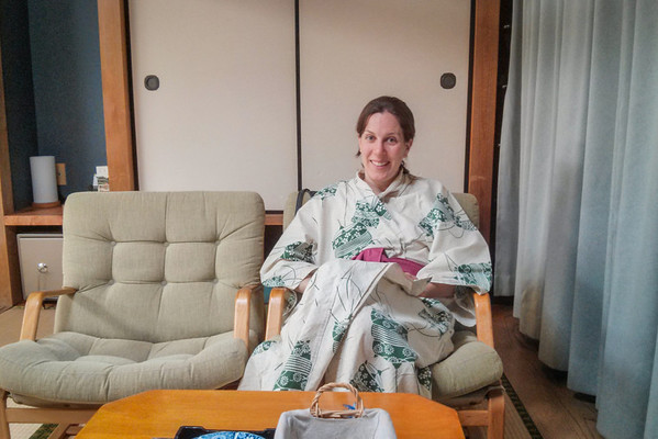 How to wrap a yukata, traditional Japanese robe | Tips for visiting a Ryokan, traditional Japanese Inn