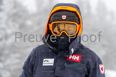 Mont-Tremblant, QC, Canada - December 20 2020:   Club De Ski entrainement dans Alpine Haut  Photo by:  Gary Yee (garyphoto.ca)