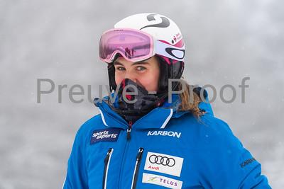 Mont-Tremblant, QC, Canada - December 20 2020:   Club De Ski entrainement dans Alpine Haut  Photo by:  Gary Yee (garyphoto.ca)