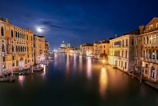 Full moon in Venice