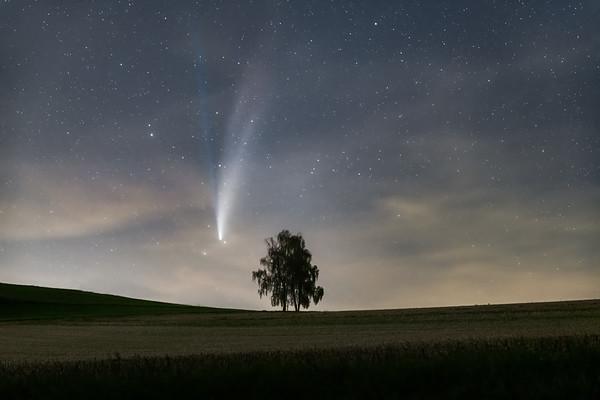 Made from 13 light frames by Starry Landscape Stacker 1.8.0.  Algorithm: Min Horizon Star Dupe