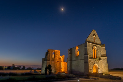 The moon and the abbaye