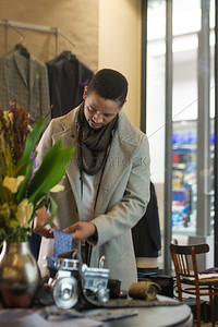 UmuziStock_Shopping_in_Newtown_142