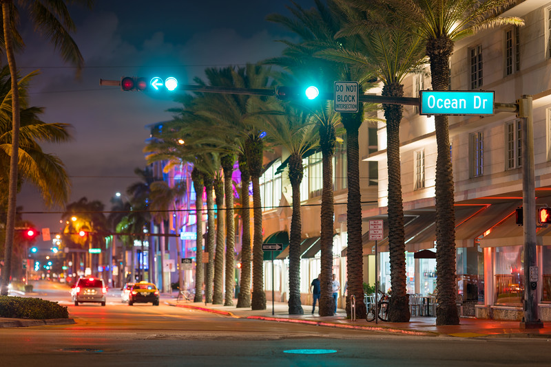 Miami Beach intersection 5th street and Ocean Drive green light