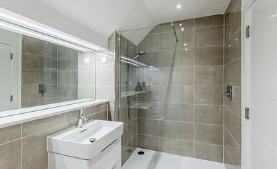 20201007 Cala Homes - Boroughmuir - Plot 74 - master bed ensuite - 001