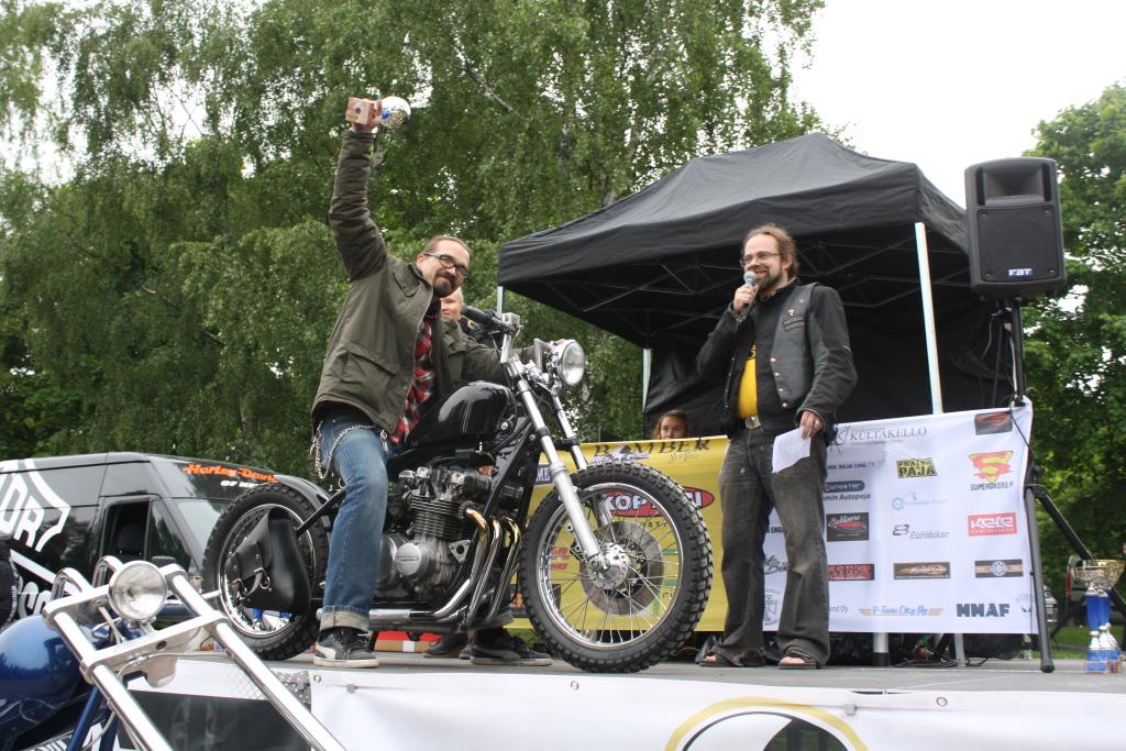 Cafe Racer -luokan 3. sija: Virtanen - Kawasaki '78