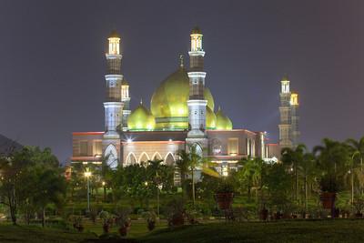 Masjid Kubah Emas Dian Al-Mahri, Depok