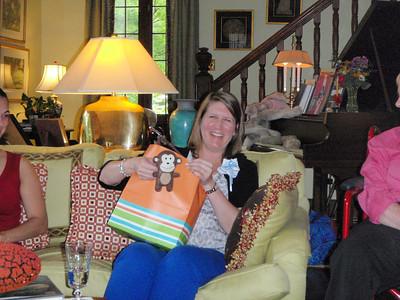Detachable monkey toy on gift bag!