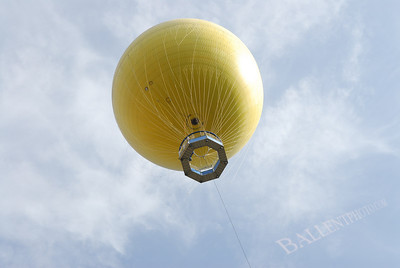 Up up and away on yellow balloon.  Observation balloon at the San Diego Wild Animal Park.