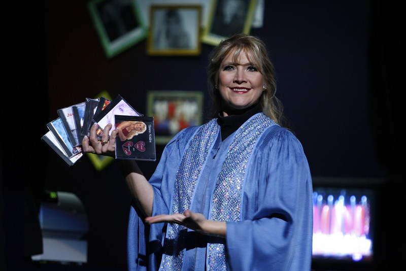 who would NOT want to buy a cd from such a lovely smiling lady?