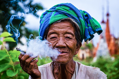 Woman at Shwe Inn Thein Paya   (Inle Lake, Myanmar)