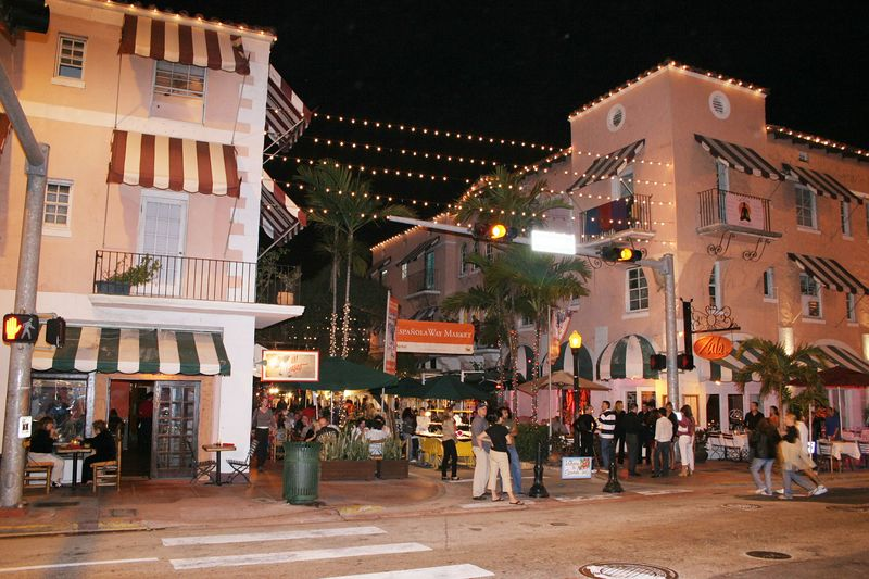 A night time shot of Espanola Way at Washington and 16th Street.  This was Friday night 2/18.  On the weekend evenings, jewlery vendors set up along restaurant row.  You can have a fine meal in restaurants offering varied cuisine of many nationalities.