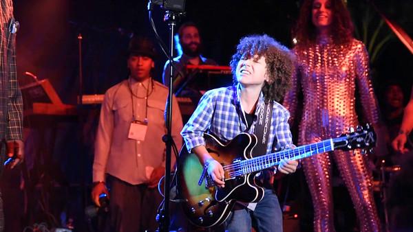 "Brandon Niederauer ""TAZ"" plays with P-Funk  (Video)"