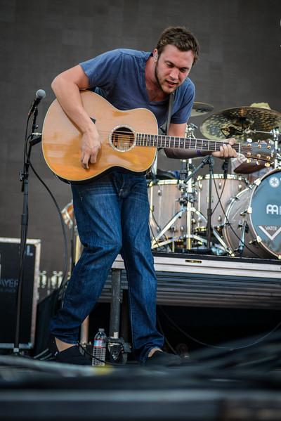 Phillip Phillips Opens for John Mayer